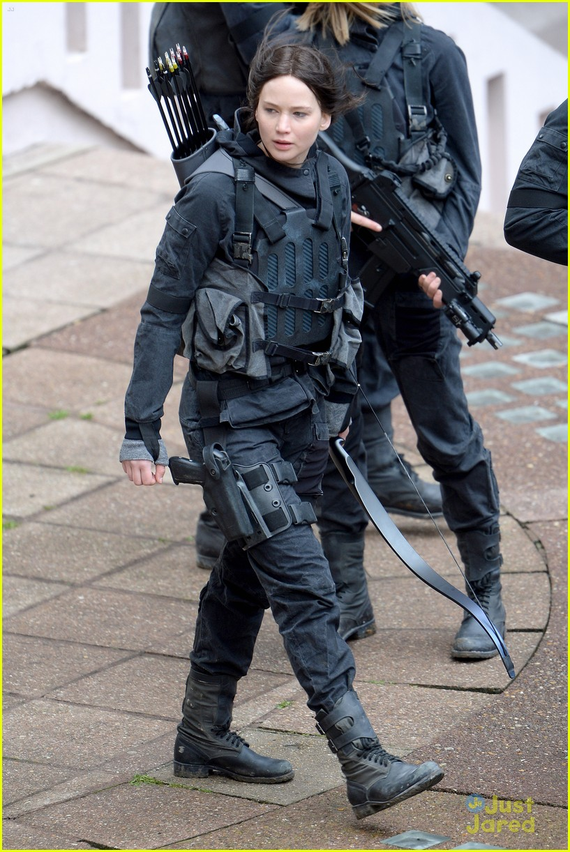 jennifer josh sam liam mockingjay combat wear 103111620