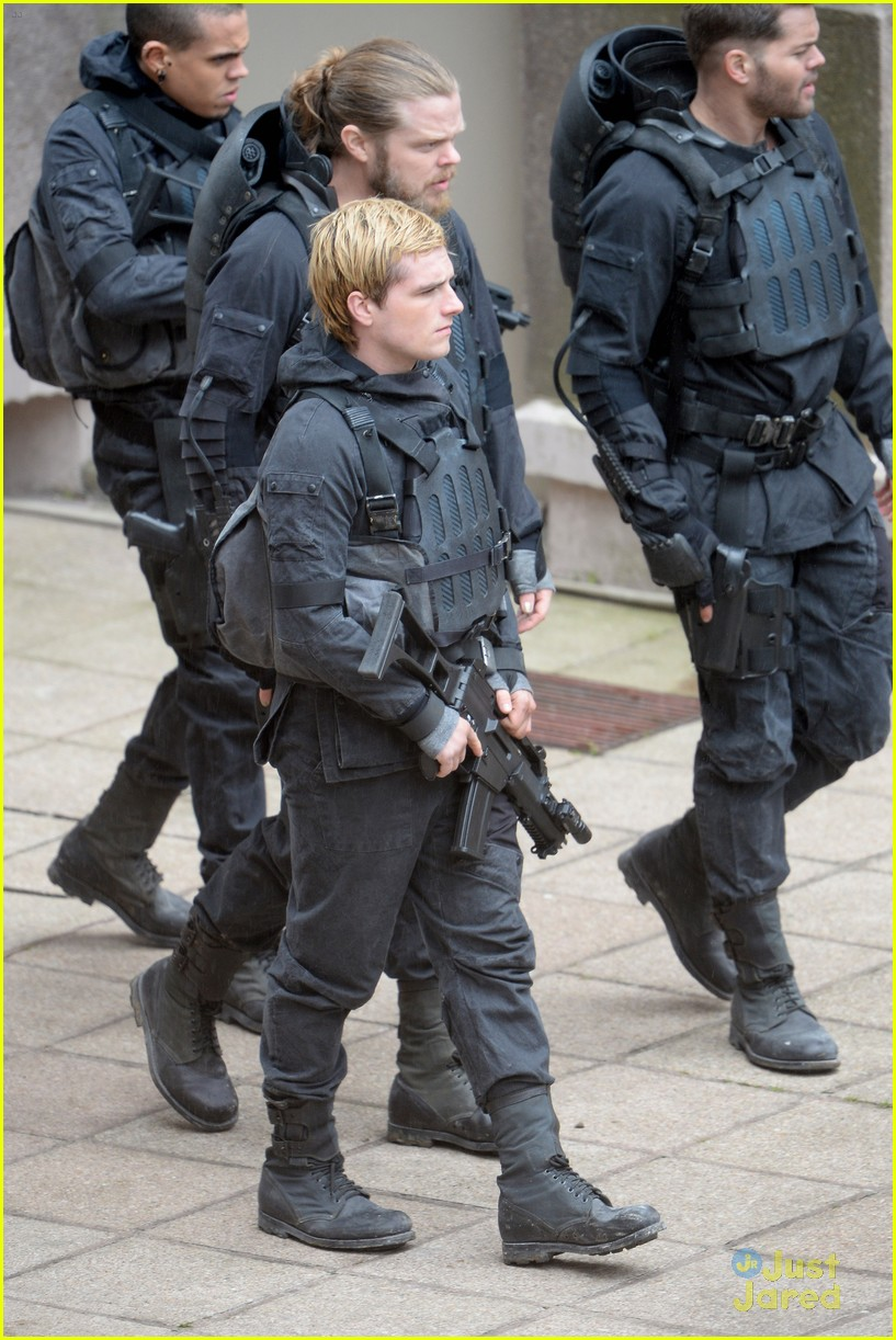 jennifer josh sam liam mockingjay combat wear 12