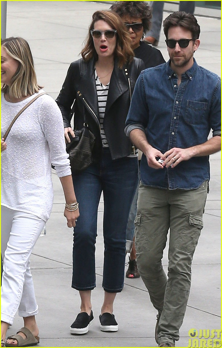mandy moore lets her friend convince her to go to a yard sale203121813
