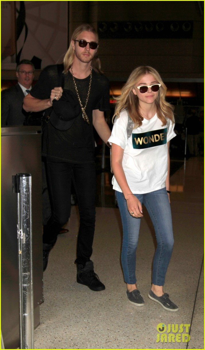 chloe moretz wonder gal en route to cannes film festival 02