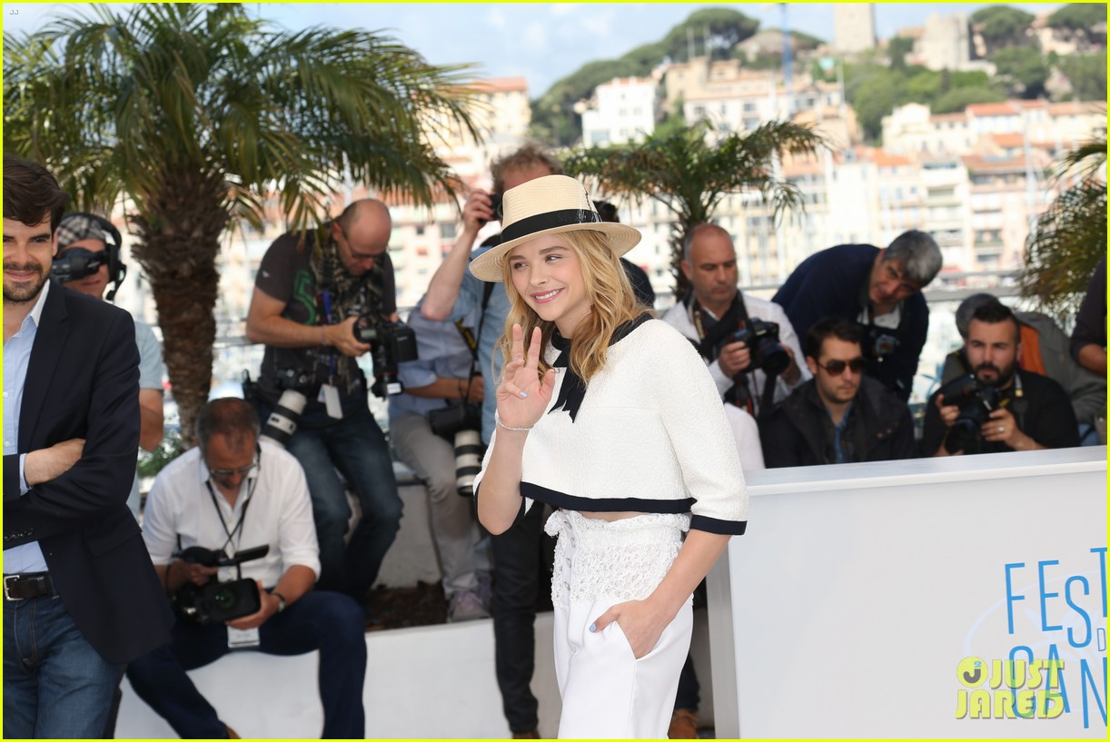 chloe moretz juliette binoche cannes clouds of sils maria photo call 043120413