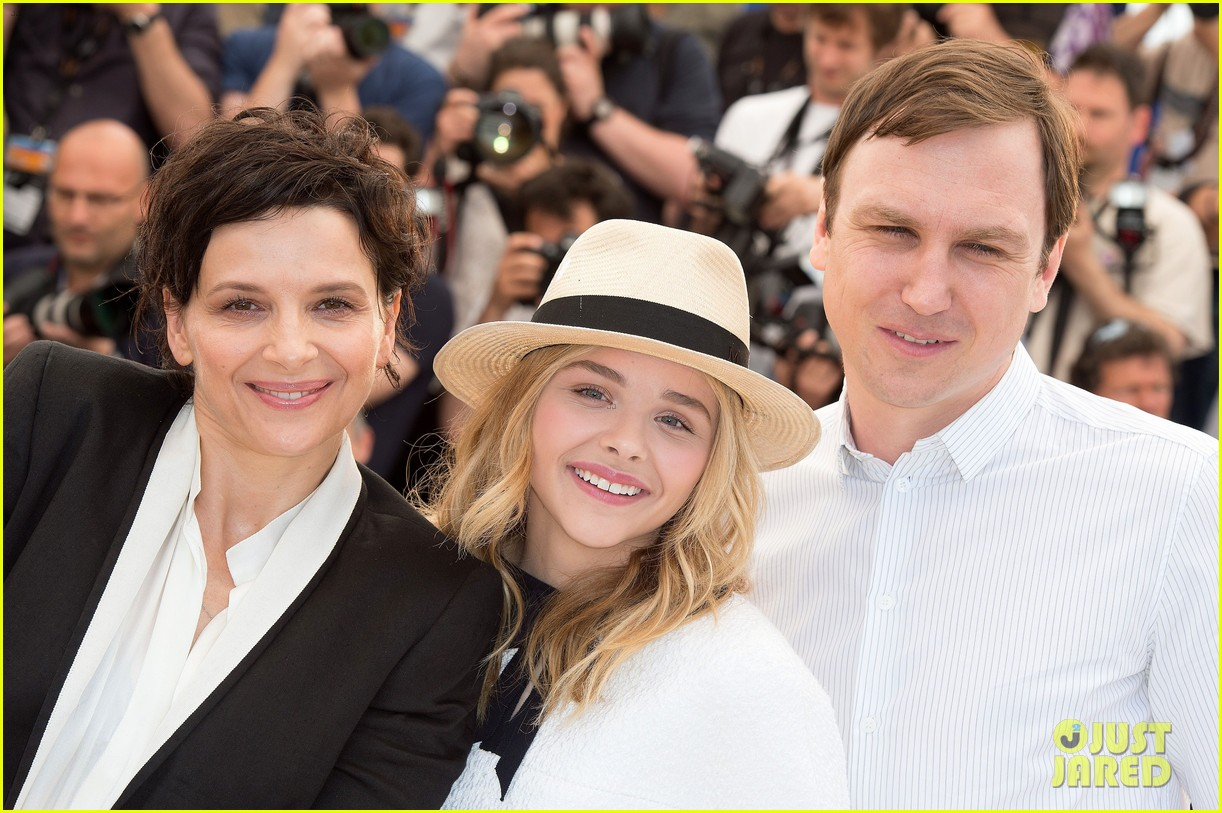 chloe moretz juliette binoche cannes clouds of sils maria photo call 093120418