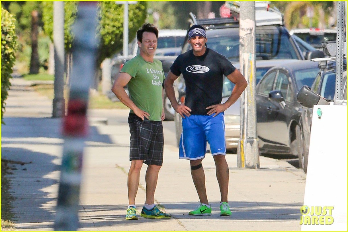 stephen moyer takes his workout to the streets 043113460