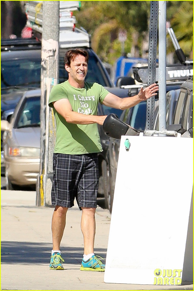 stephen moyer takes his workout to the streets 093113465