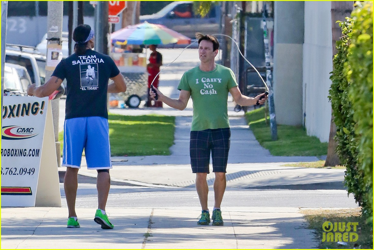 stephen moyer takes his workout to the streets 103113466