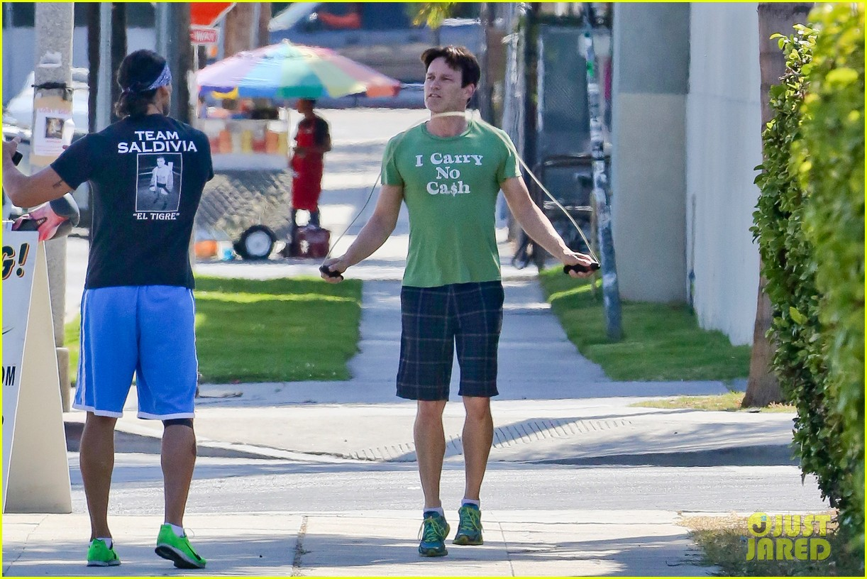 stephen moyer takes his workout to the streets 123113468