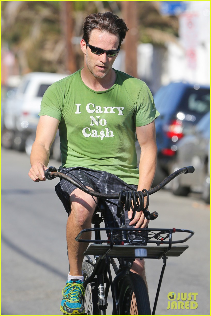 stephen moyer takes his workout to the streets 18
