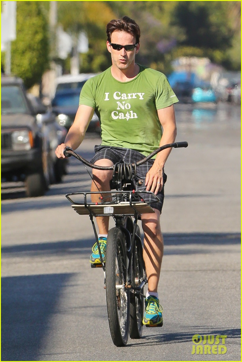 stephen moyer takes his workout to the streets 223113478
