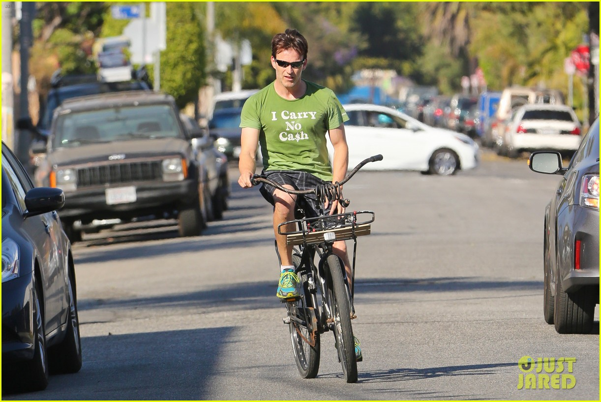 stephen moyer takes his workout to the streets 243113480