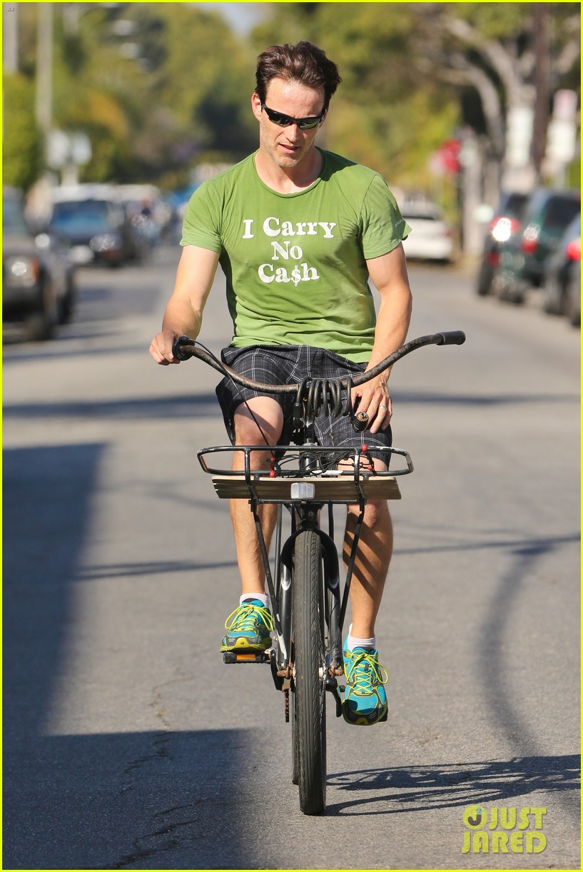 stephen moyer takes his workout to the streets 273113483
