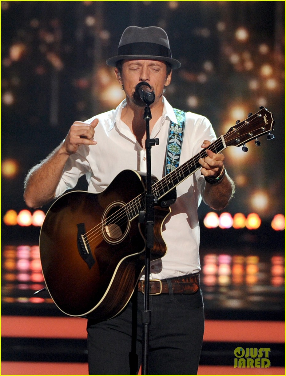 jason mraz joins alex preston for idol finale performance 01
