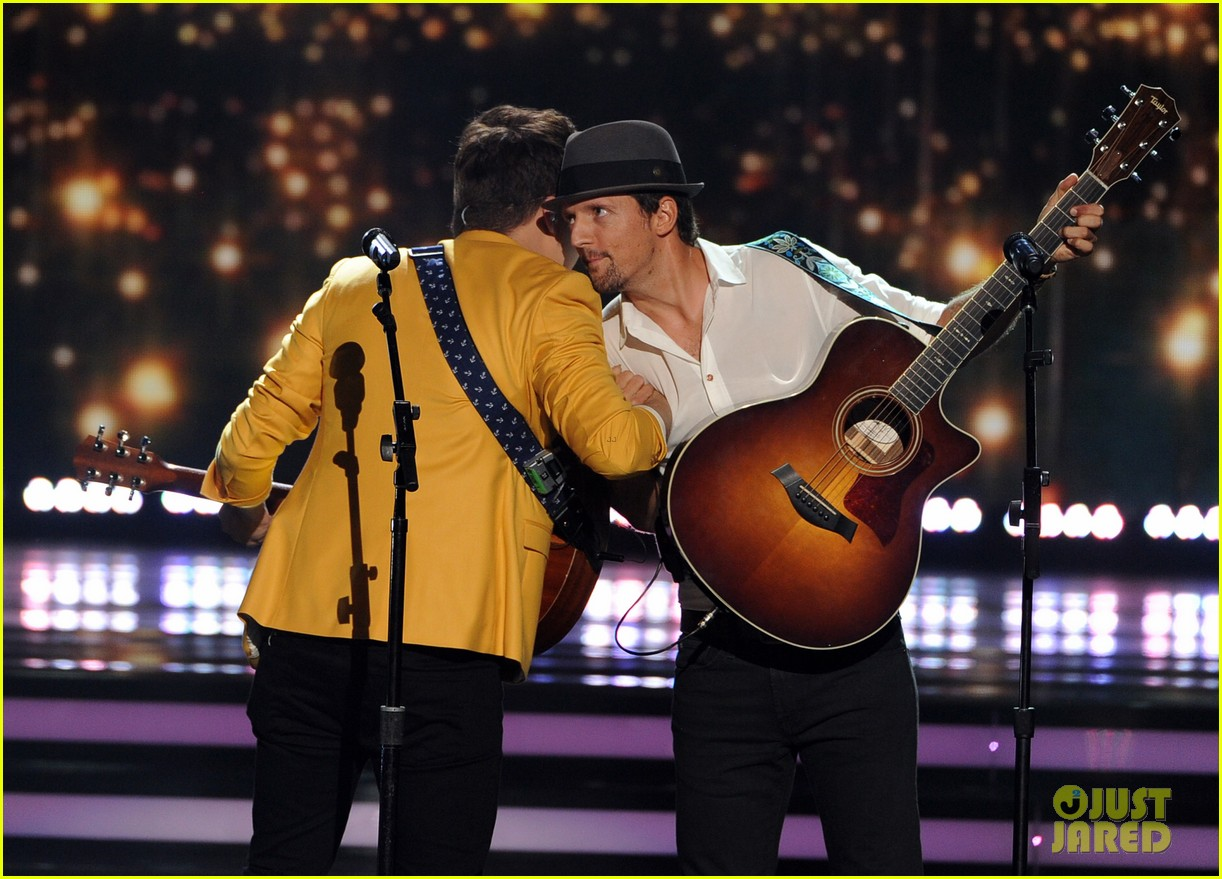 jason mraz joins alex preston for idol finale performance 033119370
