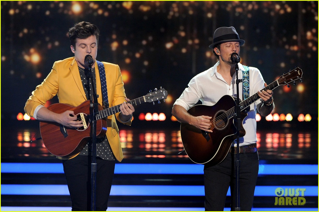 jason mraz joins alex preston for idol finale performance 073119374