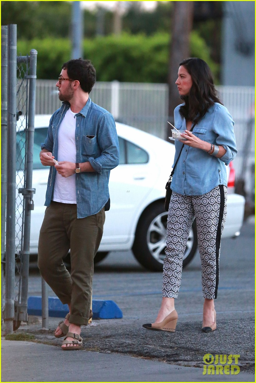 olivia munn steps out after aaron rodgers dating rumors 033113833