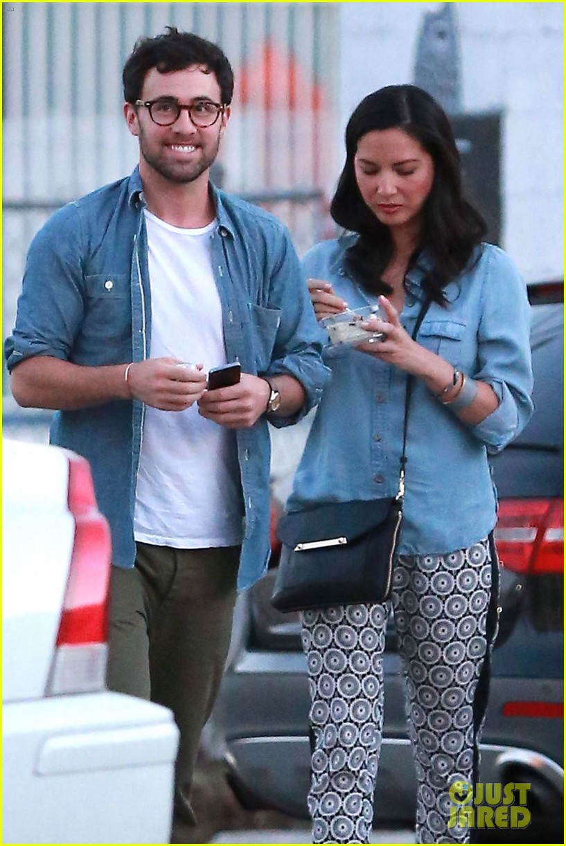 olivia munn steps out after aaron rodgers dating rumors 043113834