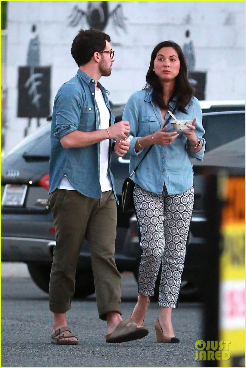 olivia munn steps out after aaron rodgers dating rumors 06