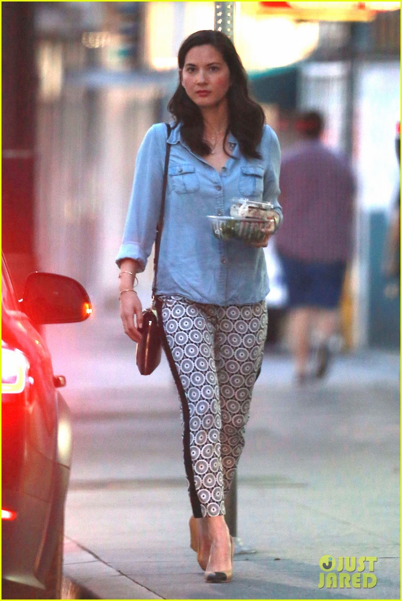olivia munn steps out after aaron rodgers dating rumors 073113837