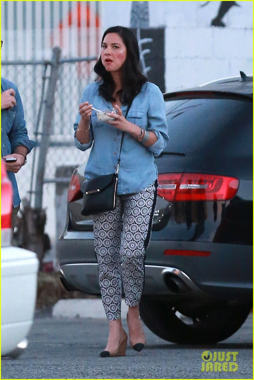 olivia munn steps out after aaron rodgers dating rumors 083113838