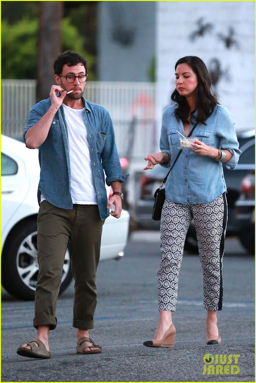 olivia munn steps out after aaron rodgers dating rumors 093113839