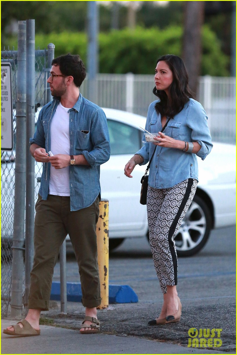 olivia munn steps out after aaron rodgers dating rumors 11
