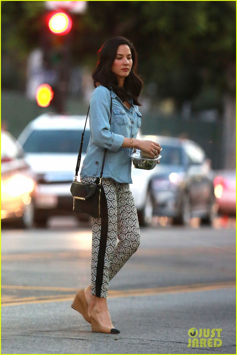 olivia munn steps out after aaron rodgers dating rumors 133113843