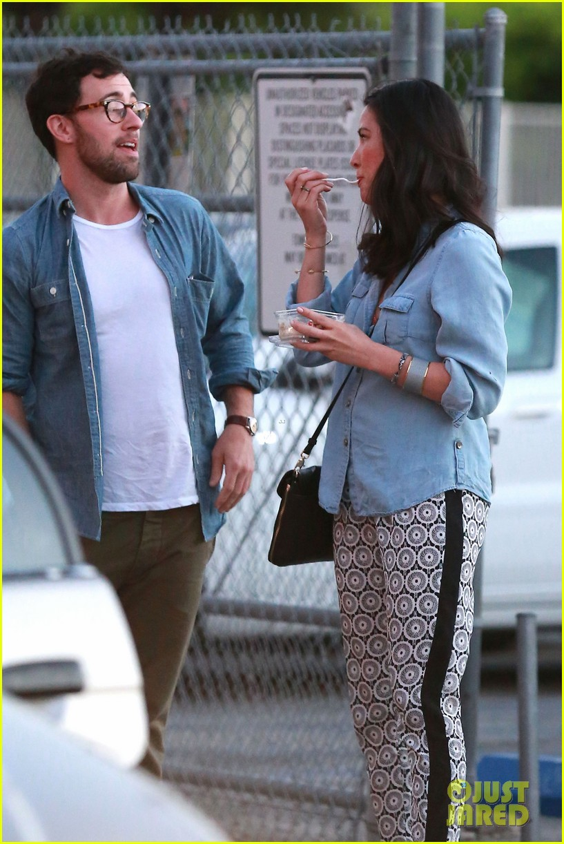 olivia munn steps out after aaron rodgers dating rumors 27