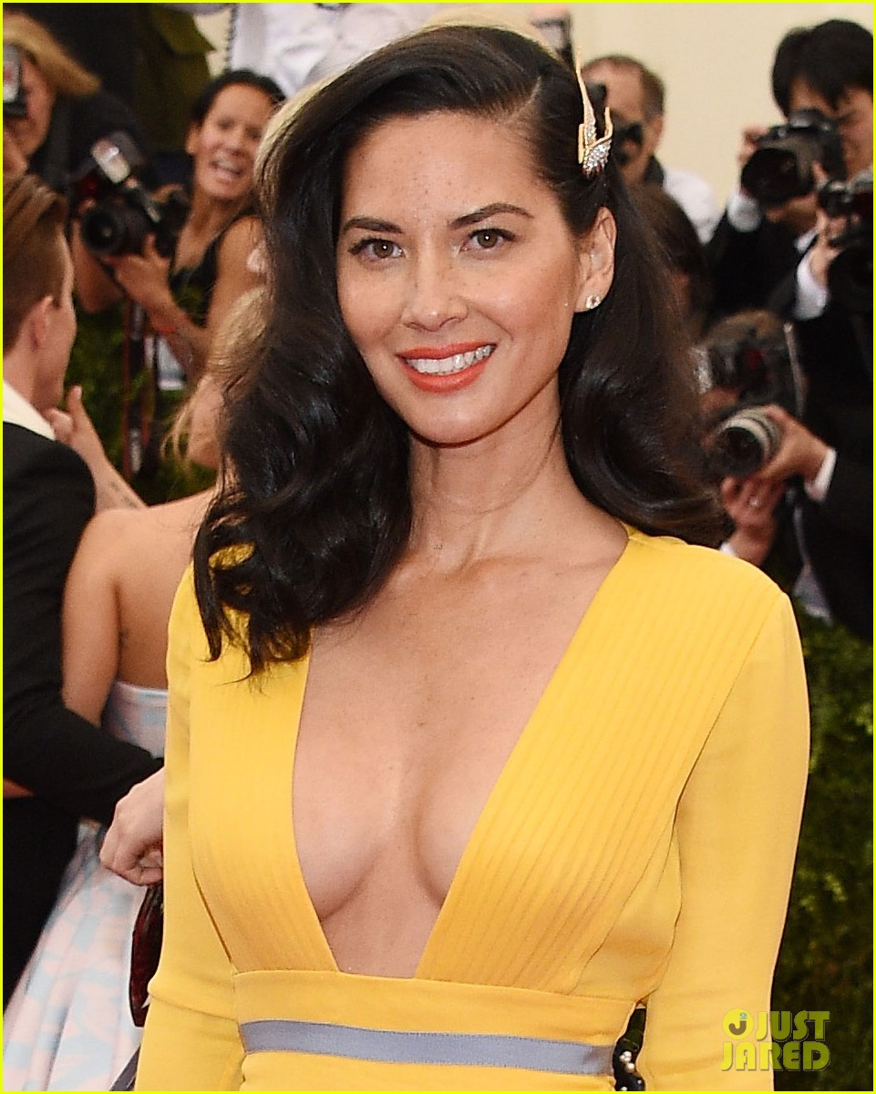 olivia munn 2014 met ball red carpet 01