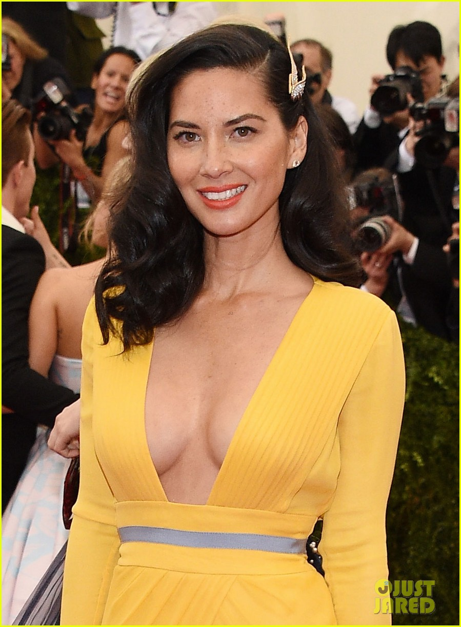 olivia munn 2014 met ball red carpet 053106168