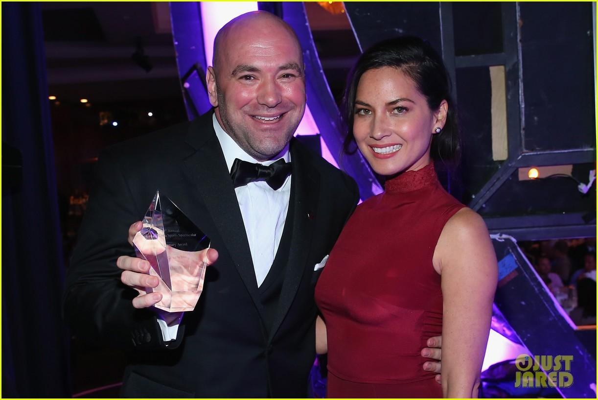 olivia munn presents award to dana white sports spec gala 013117220
