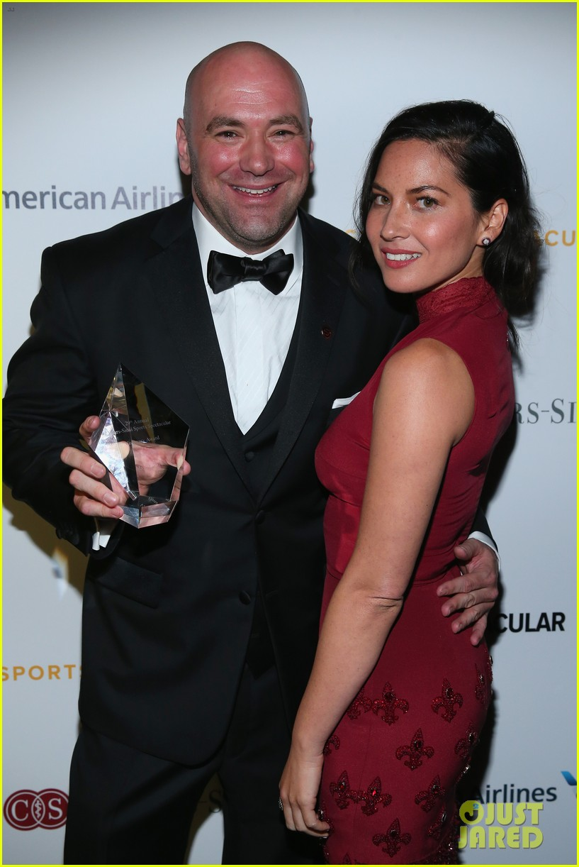 olivia munn presents award to dana white sports spec gala 033117222