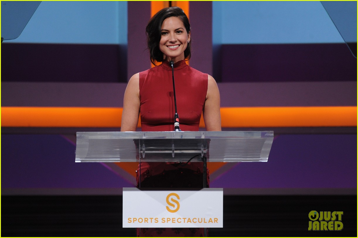 olivia munn presents award to dana white sports spec gala 09