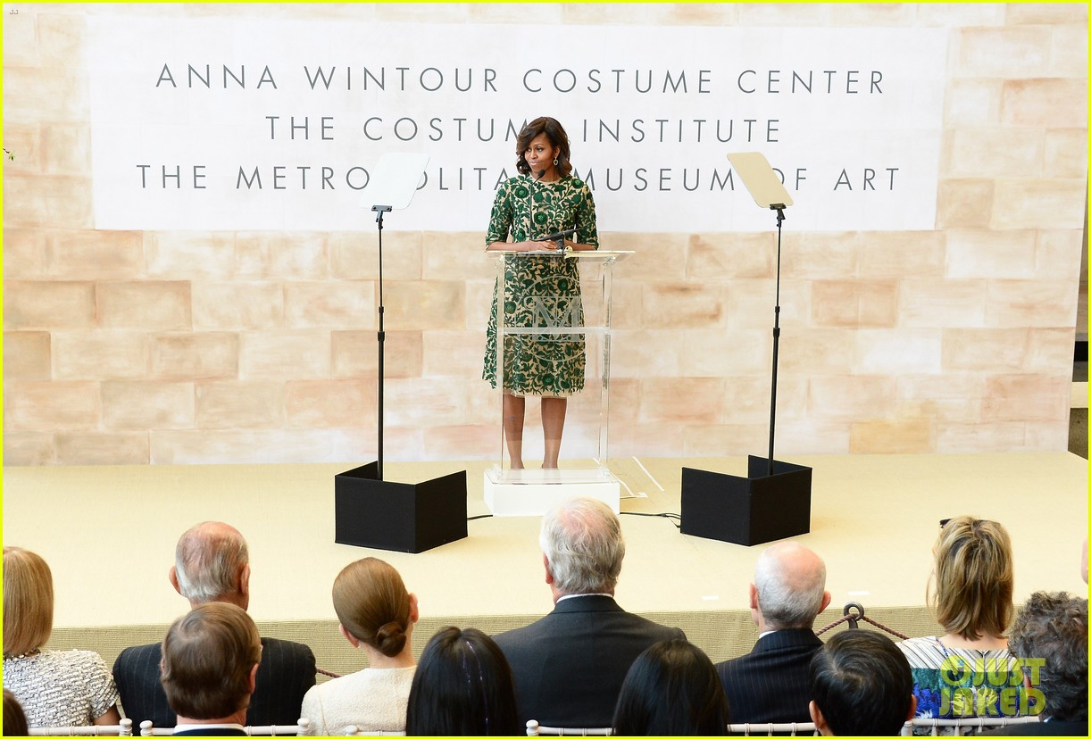 michelle obama anna wintour costume center opening 023105642