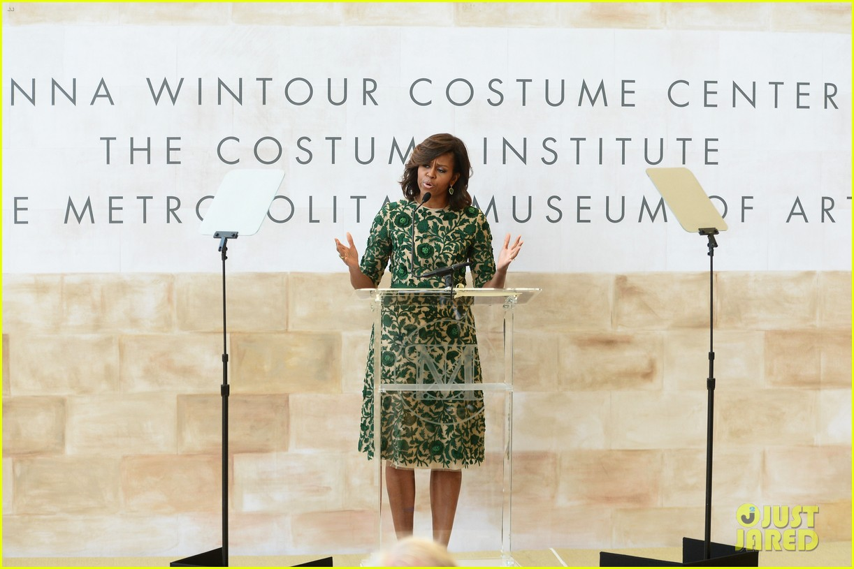 michelle obama anna wintour costume center opening 043105644