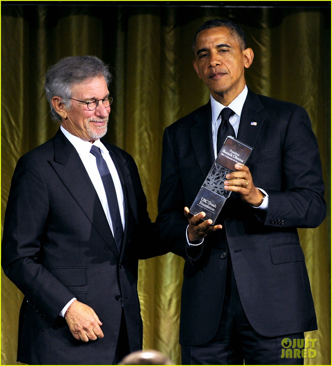 president obama gets honored at usc shoah foundations 20th anniversary gala 113108473