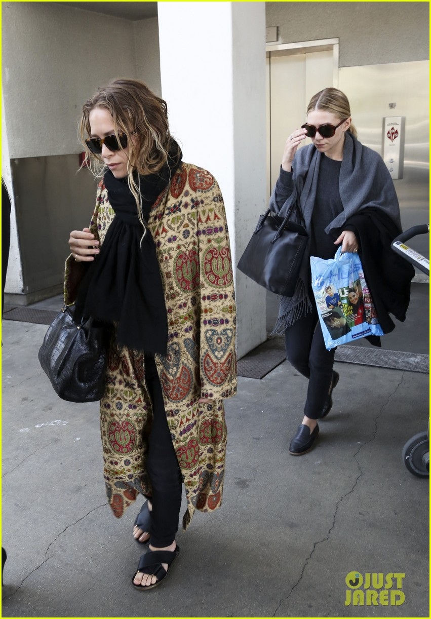 mary kate ashley olsen arrive in los angeles 013108198