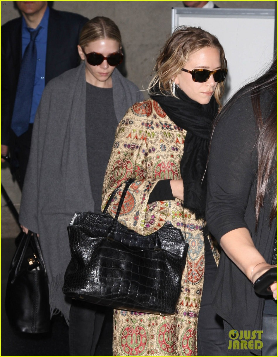 mary kate ashley olsen arrive in los angeles 043108201