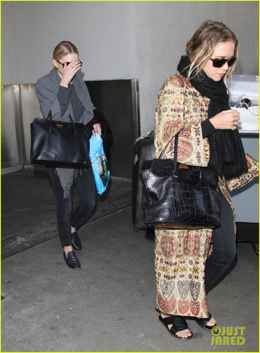 mary kate ashley olsen arrive in los angeles 073108204