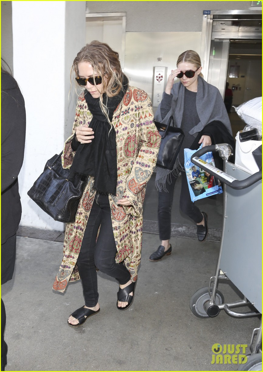 mary kate ashley olsen arrive in los angeles 083108205