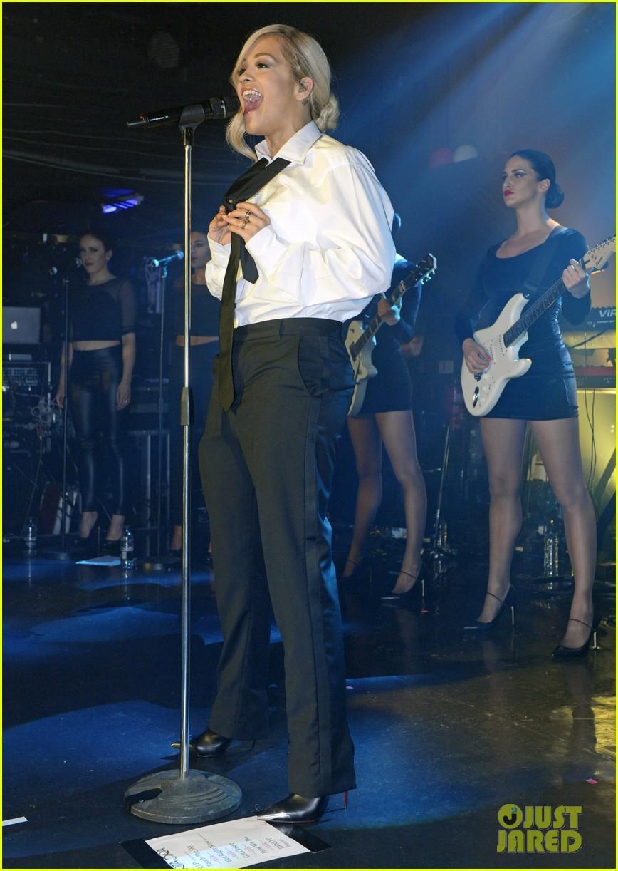 rita ora strips from suit to underwear gay show 143111034