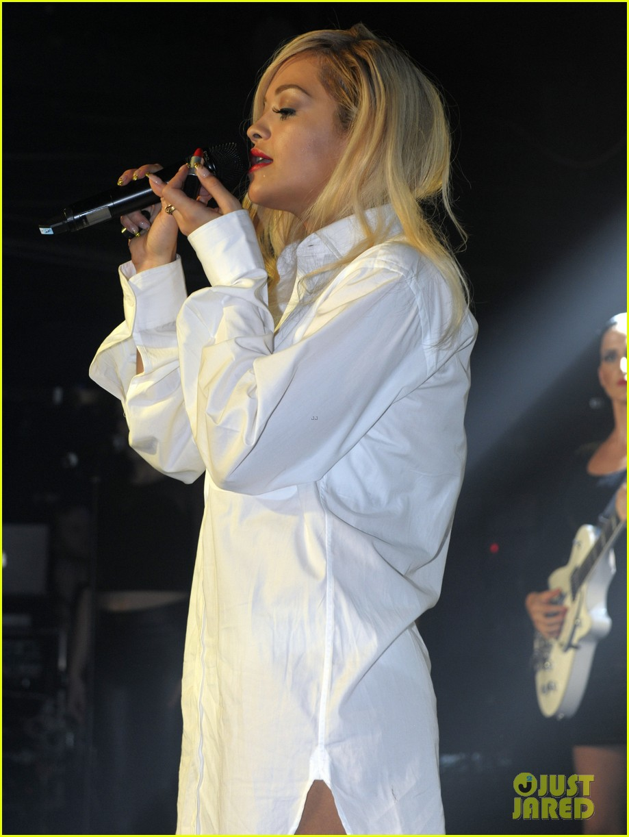 rita ora strips from suit to underwear gay show 163111036