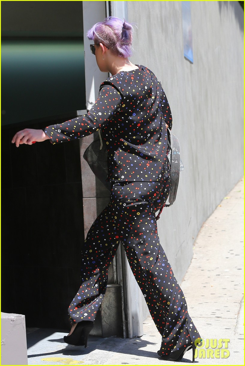 kelly osbourne goes super matchy matchy for mothers day 033111330