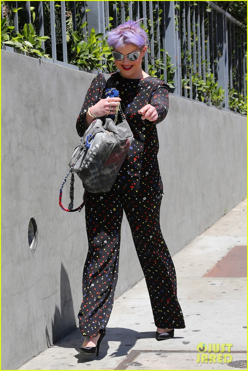 kelly osbourne goes super matchy matchy for mothers day 093111336