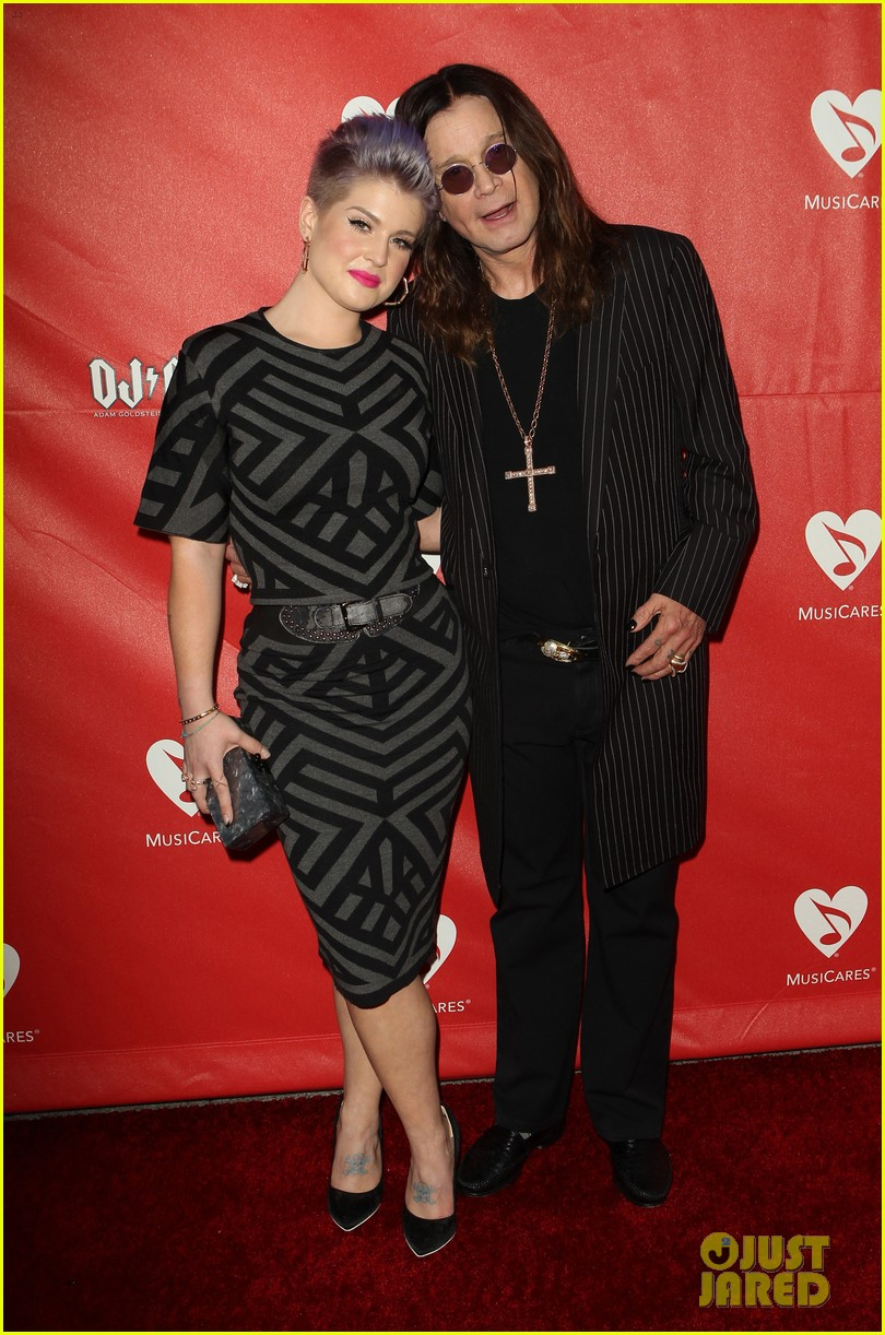 kelly osbourne supports father ozzy at musicares map fund benefit concert 123112383