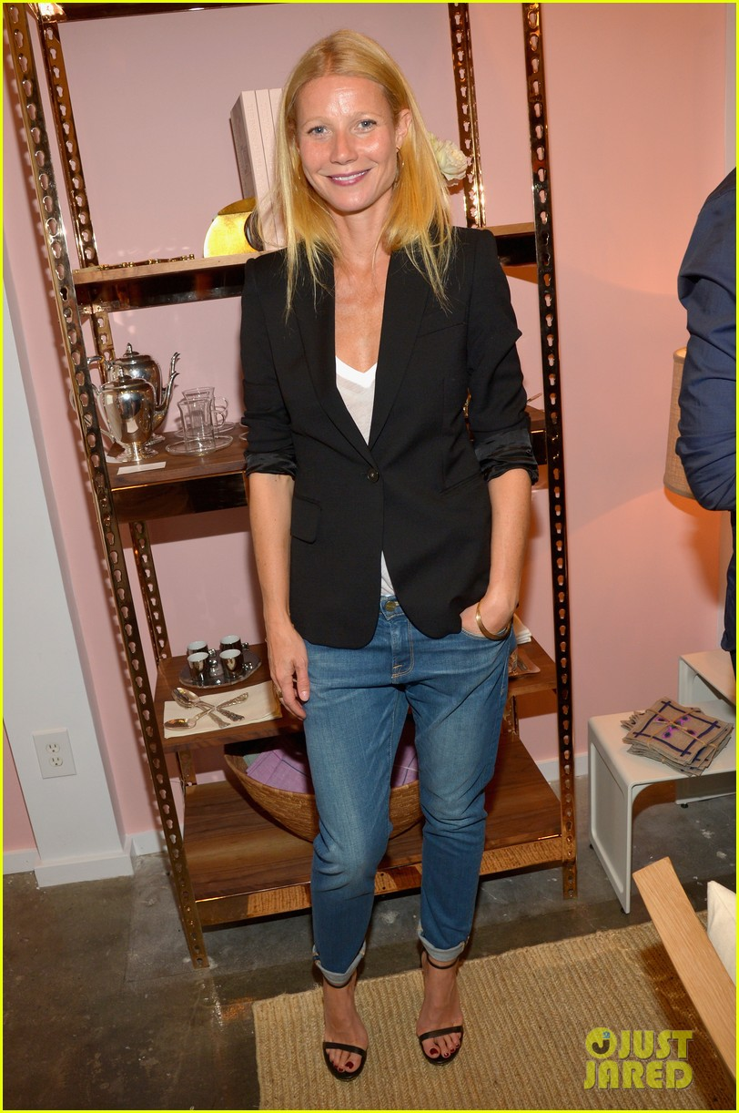 gwyneth paltrows mom is by her side for goop pop up 053107459