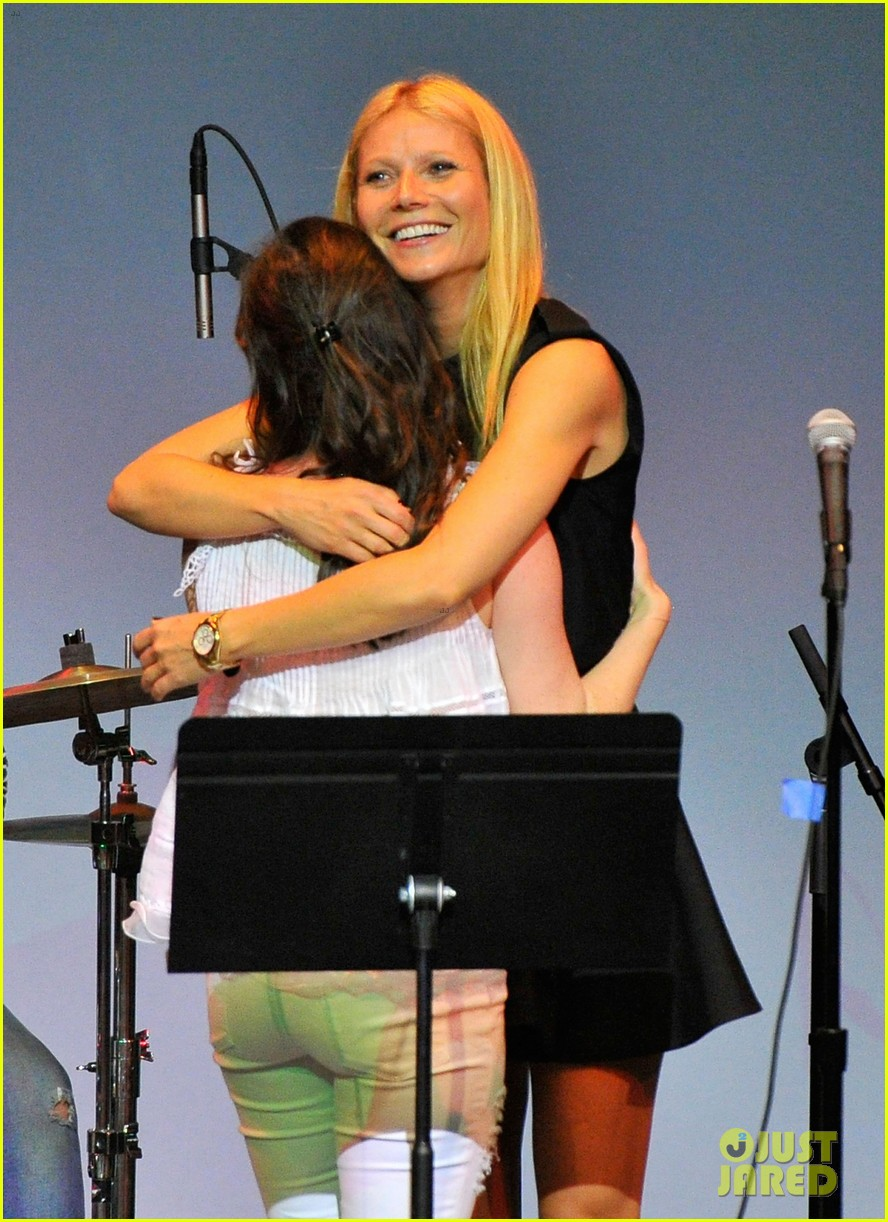 gwyneth paltrow hits the stage for poetic justice fundraiser 043123750