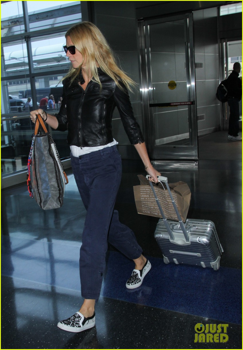 gwyneth paltrow flies out of town after dinner date with chris martin 023119064