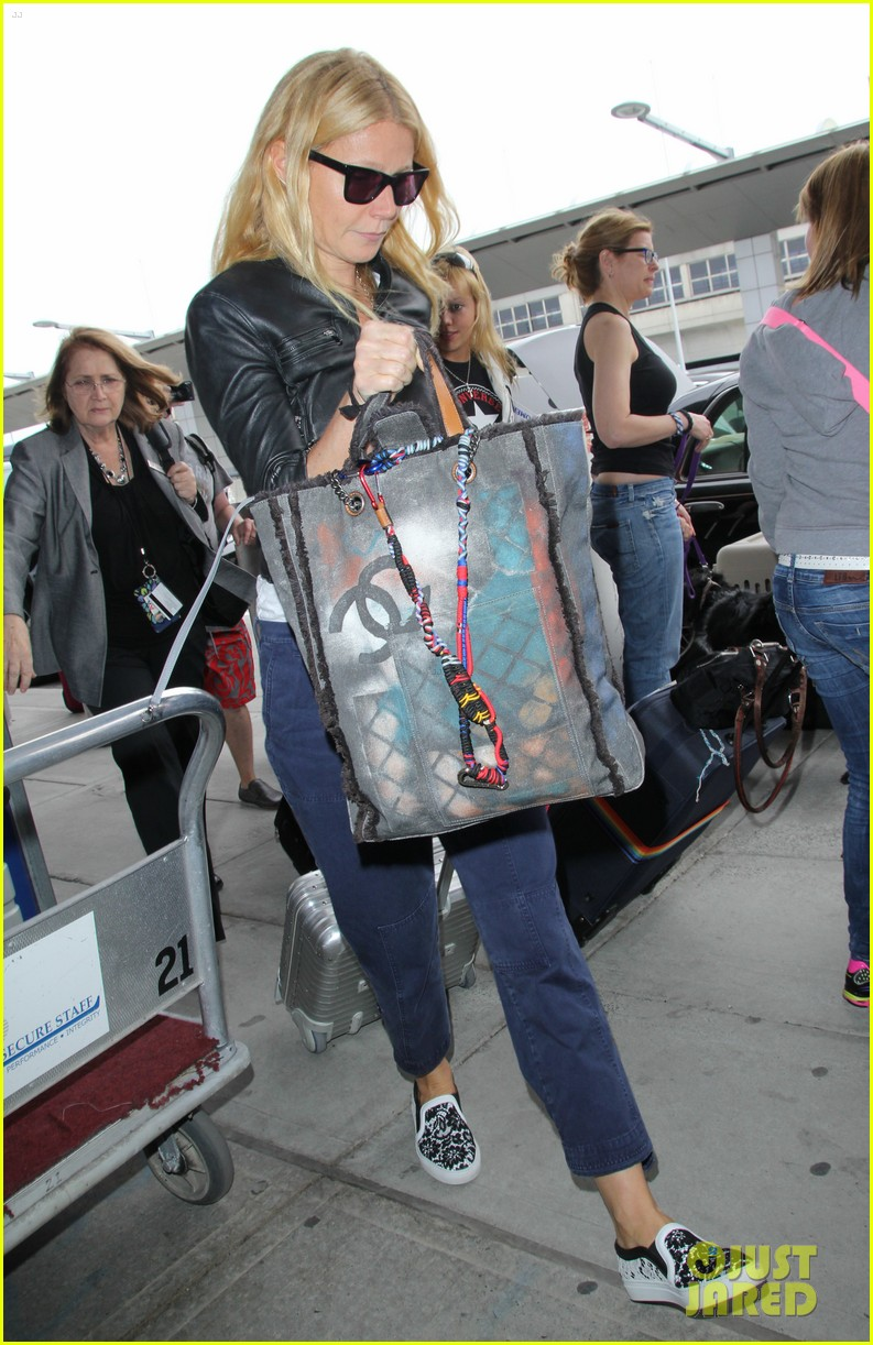 gwyneth paltrow flies out of town after dinner date with chris martin 083119070
