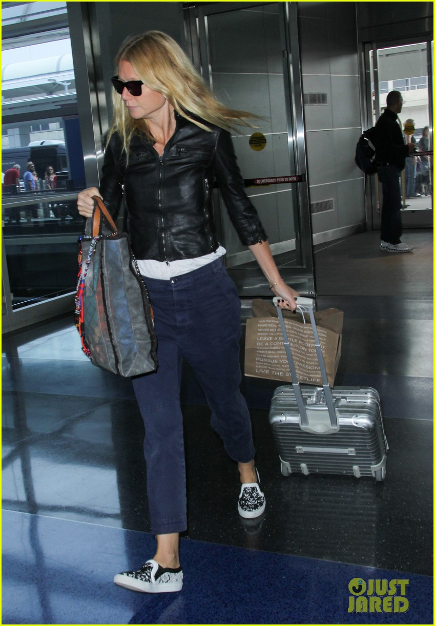 gwyneth paltrow flies out of town after dinner date with chris martin 113119073