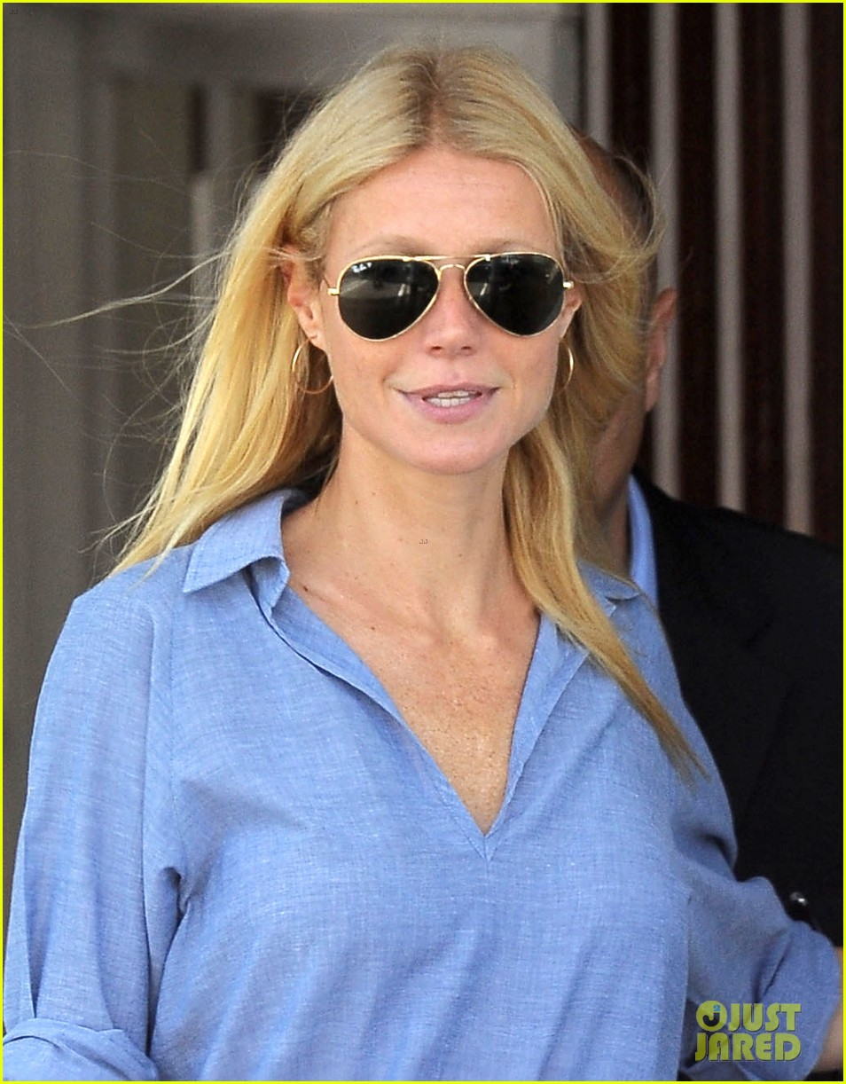 gwyneth paltrow writes blog post to end the mommy wars 103110413