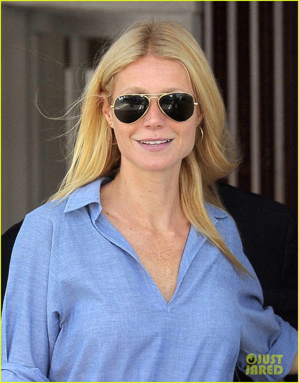 gwyneth paltrow writes blog post to end the mommy wars 113110414